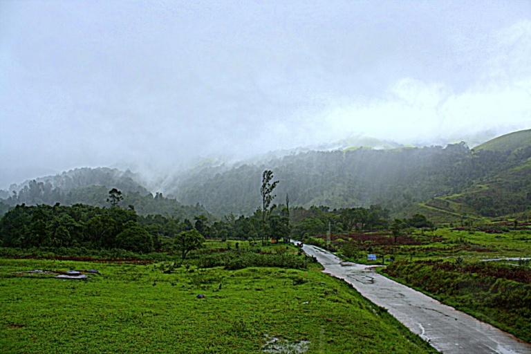 Clouds-and-Mist-greet-the-weary-traveler-on-the-road-to-Kudremukh