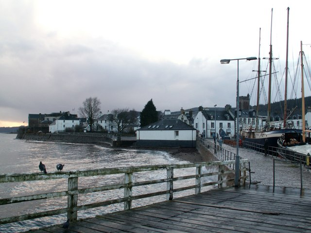 Looking_to_Inveraray_from_the_Pier_-_geograph.org.uk_-_1123588